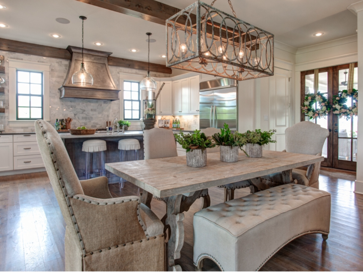 Your Home: Choosing the Chandelier That's Right for the Room
